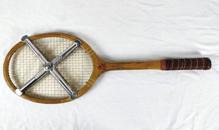 Lot de 3 raquettes de Tennis anciennes - raquette-2-entier-1.jpg